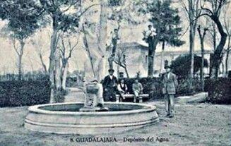 Fuente de Neptuno en el  jardin del deposito de las aguas hasta 1969