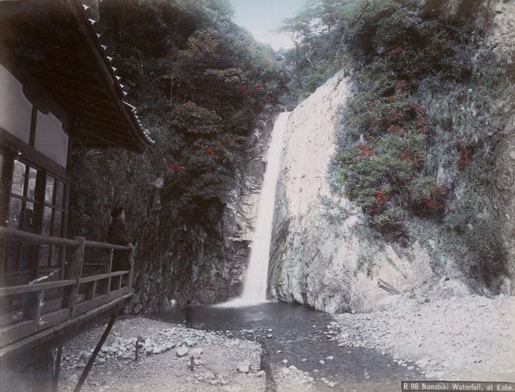 Hand-colored photos capture Japanese life in the 1890s
