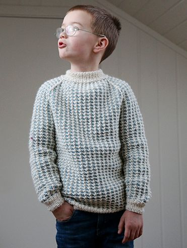 There is something about this sweater that reminds us of fishermen. It is simple, even though it is two-toned, and knit with only one color per round.