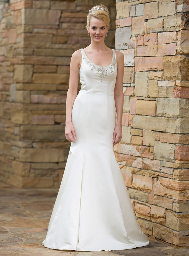 36 best Bridal gowns images on Pinterest | Wedding frocks ...