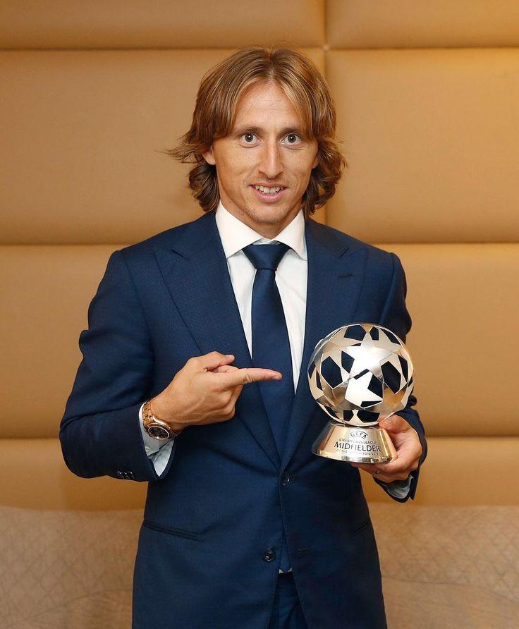 UEFA Champions League 2016/17 🏆 BEST MIDFIELDER 👉 @lukam10 #HalaMadrid #RMUCL
