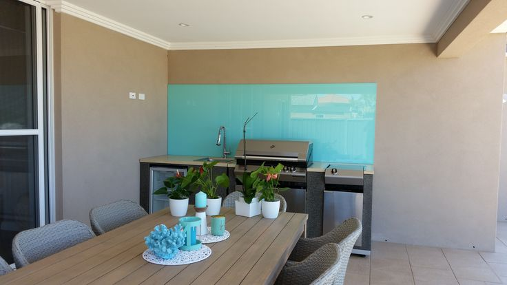 This Perth alfresco and bbq area has a Sofia glass splashback which is on extra clear glass to clarify the light colour. www.asplashofglass.com.au