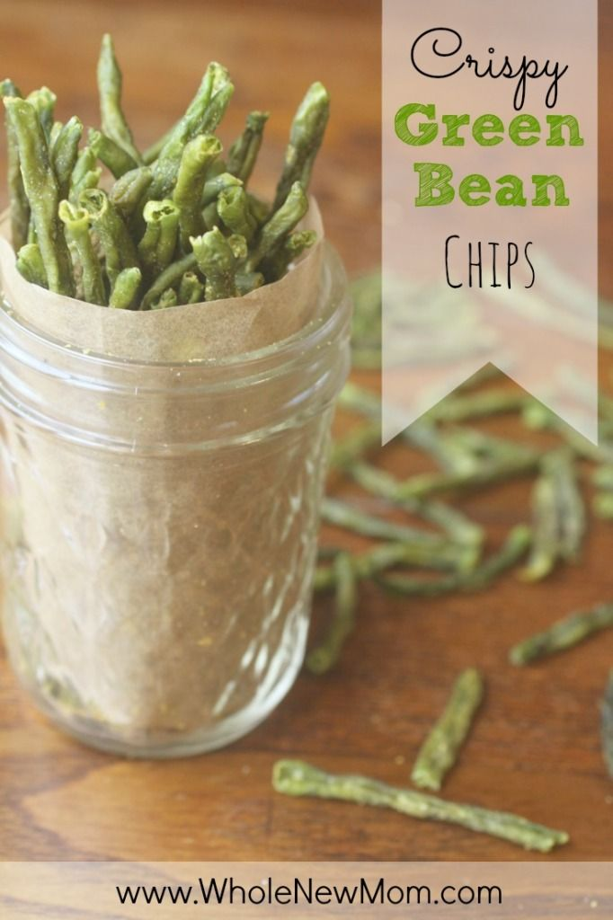 Homemade Green Bean Chips - These Homemade Veggie Chips are super yummy, low carb, and totally addictive. Serve this healthy snack to your kids today!