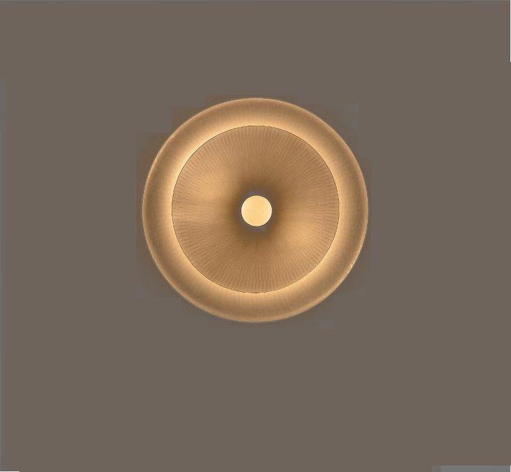 L'applique Diva signée de la designer française Wright est une véritable sculpture lumineuse. Élégante et classique, la Diva diffuse une lumière douce et...