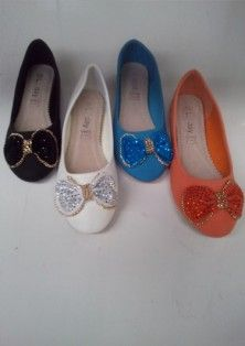 Ladies Flat shoes with Dominate bow  Design in the front.