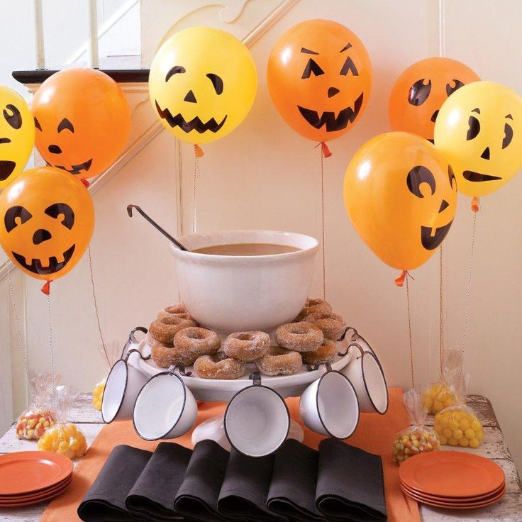 Last Minute Halloween: Pumpkin Balloons How-To: Halloween Parties, Halloween Decor, Halloween Balloon, Halloween Crafts, Halloweendecor, Pumpkin Balloon, Parties Ideas, Jack O' Lanterns, Halloween Ideas