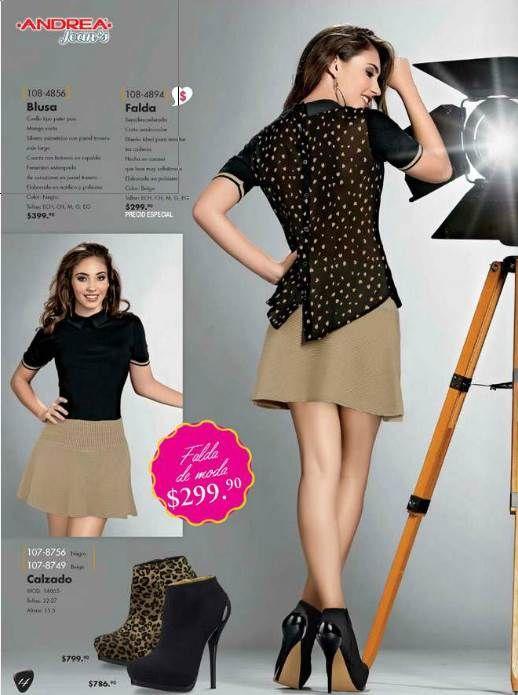 Outfit para otoño. Falda corta  + blusa con estampado en la espalda. Los tacones a elección.