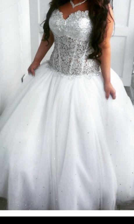 325 best curvy brides q style images on pinterest for Plus size celtic wedding dresses