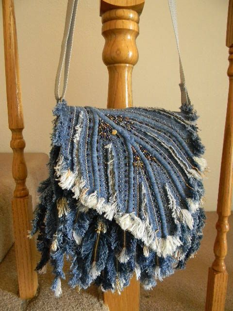 Denim Feather Shoulder bag-2 This link takes you to her My World photo album. What a lot of great work.: