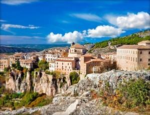 Disfruta de Cuenca en pareja con una escapada que emana romanticismo: 1 o 2 noches, desayunos, ruta nocturna Cuenca Medieval y cena romántica.