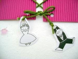 Si tu boda es en clave de humor, lo indicado es que desde las invitaciones lo humorístico marque el estilo. Estas tarjetas de invitación para bodas que te proponen José Antonio y Dolores Eugenia de Detalles JADE, tienen el toque divertido que no puede faltar, en una boda con mucho humor.