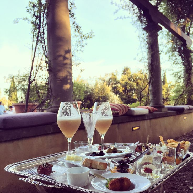 As every Wednesday, we'll be waiting for you at our aperitif Il Giardino del Gusto – good wine, cocktails, amuse-bouche and … swing!  #ItalianAperitif #IlSalviatino #GiardinodelGusto #adayinflorence