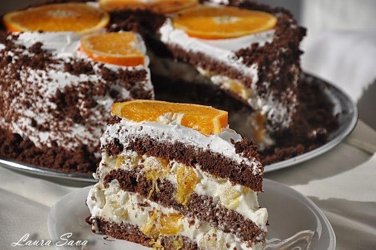 """Tortul Diplomat se bucura de-o mare apreciere din partea voastra, si, de fapt, nu numai tortul ci """"orice"""" cu crema diplomat. Puteti gasi pe blog tort, prajitura sau chec Diplomat, iar de-acum colectia mea delicioasa se va imbogati cu inca o reteta, pe care presimt ca o veti adora, Tort cu crema diplomat. Un tort racoritor si prea gustos, cu blat de cacao si crema fina, cu gust intens de fructe exotice. Ne era doooor de asa ceva!!!!! :)) Ingrediente: Pentru blat: - 8 oua mici - 150 g..."""