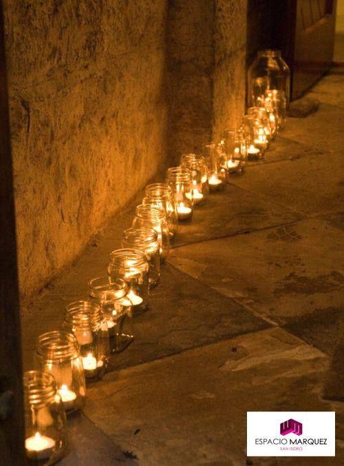 La iluminación hace al ambiente. ¿Qué te parece esta hilera de luces cancheras de bienvenida?