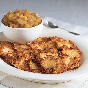 Potato Latkes serve with homemade apple sauce Individual Pies, Potato Latkes, Bobe, Jewish Recipes, Holiday Dinner, Potato Recipes, Dinner Plates, Macaroni And Cheese, Catering