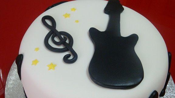 tortas con guitarra y notas musicales - Buscar con Google