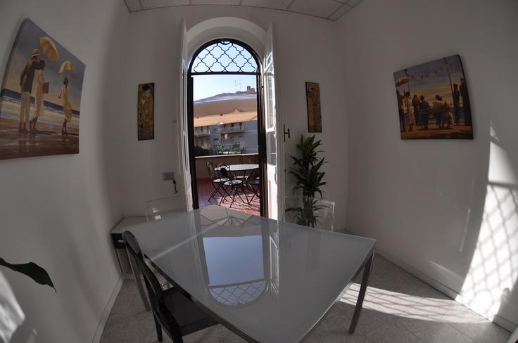 """Sala """"Sei Personaggi in Cerca d'Autore""""... piccola sala riunioni (max 6 pax) con bellissima terrazza..."""