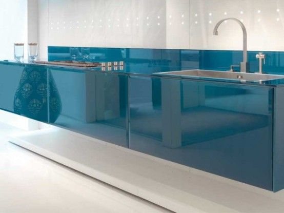 Modern kitchen Design with LED lights and cobalt finich by Scic |