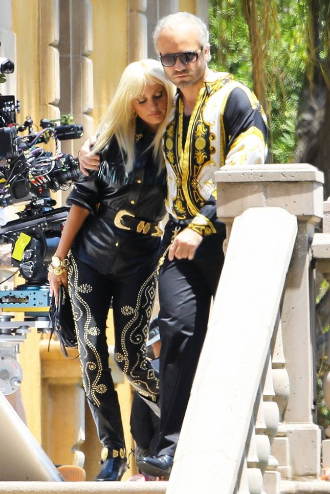 Донателла (Пенелопа Крус) и Джанни Версаче (Эдгар Рамирес) в Versace в Лос-Анджелесе