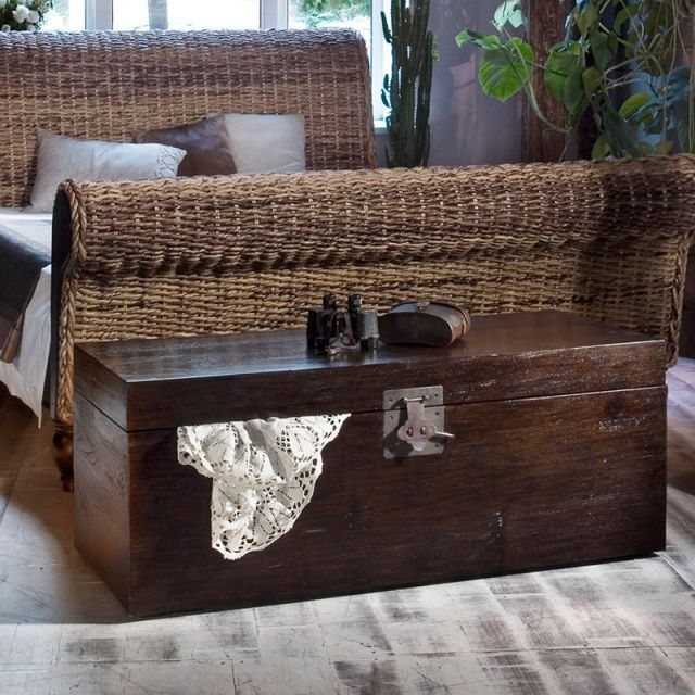 Сундук Batavia 100 Сундук из массива тика, классическая модель.Оригинальный замок из латуни. Отделка — walnut brown.