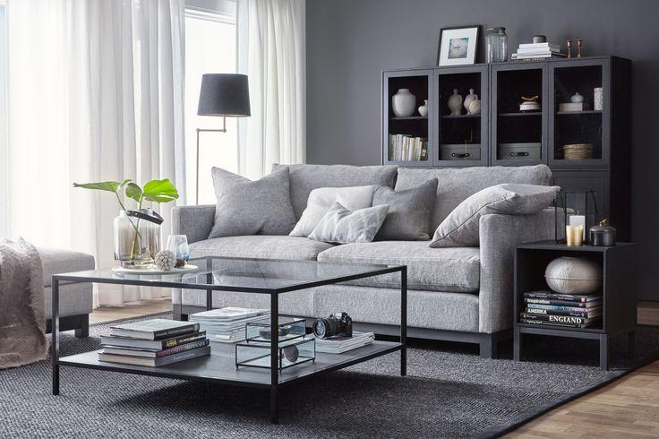 Store   Englesson - Möbler i klassisk elegant stil med vackra detaljer Somerville är en ny serie från Englesson. Finns i modellerna Townhouse LC och Seaside LC. Somerville Townhouse LC är en soffa med generöst sittdjup och med fast eller avtagbar klädsel för en stramare stil. Somerville Seaside LC är en soffa med generöst sittdjup och med avtagbar klädsel i lös passform för en ledigare stil.