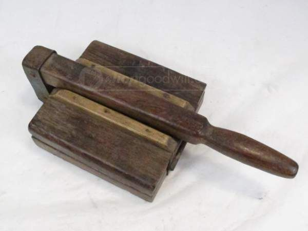 shopgoodwill.com: Vintage Rustic Wood and Iron Tortilla Press