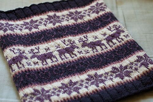 Ravelry: Classic Colorwork Cowl pattern by Julie Zaichuk-Ryan (FREE PATTERN)