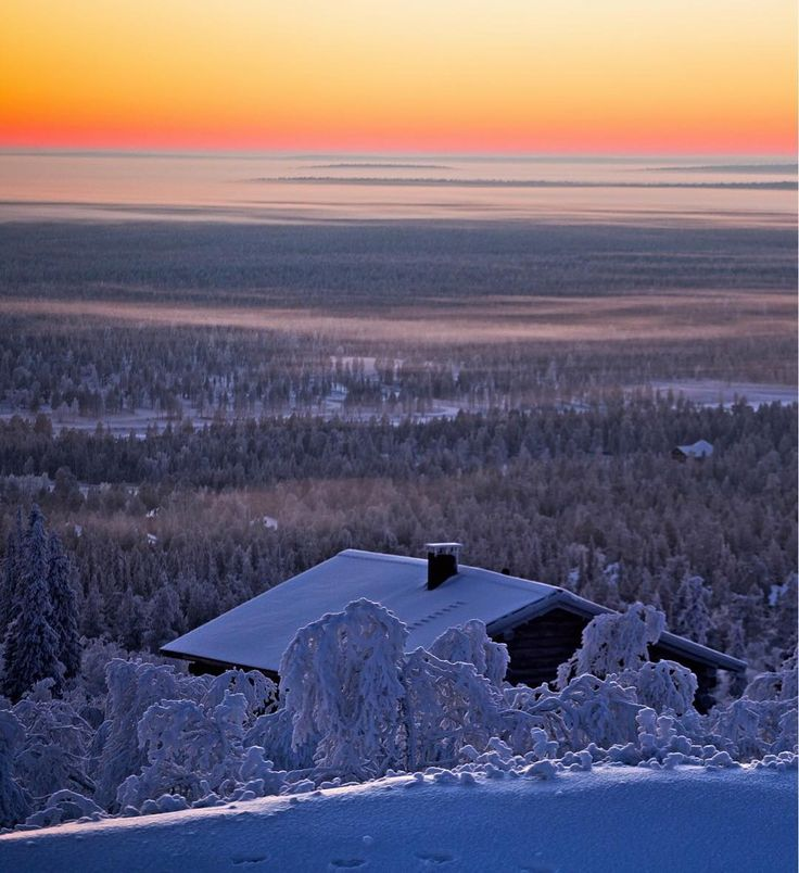 Saariselkä, Finnish Lapland. Photo by Terhi Tuovinen. @terhituovinen