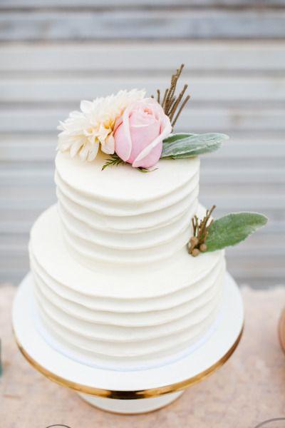 Sweet, rustic cake: http://www.stylemepretty.com/2015/06/08/rustic-glam-summer-wedding-at-sunstone-winery/ | Photography: Michael & Anna Costa - http://www.michaelandannacosta.com/