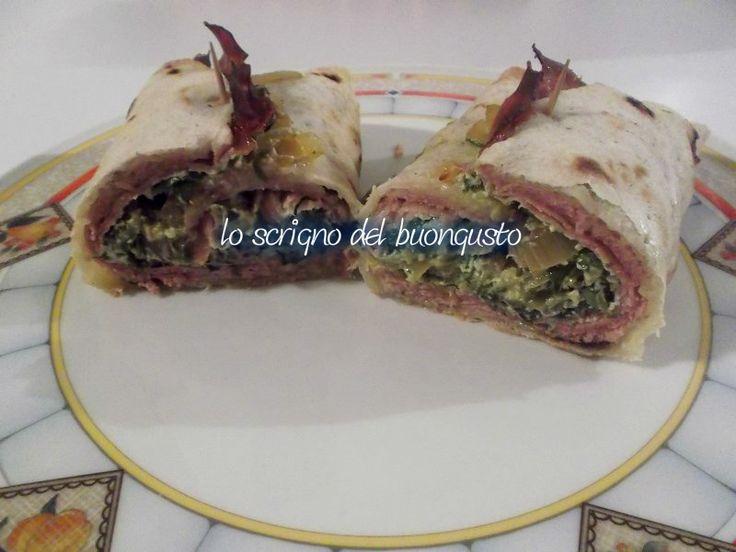 PIADINA FARCITA    CLICCA QUI PER LA RICETTA http://www.loscrignodelbuongusto.com/altre-ricette/piatti-unici/630-piadina-farcita.html