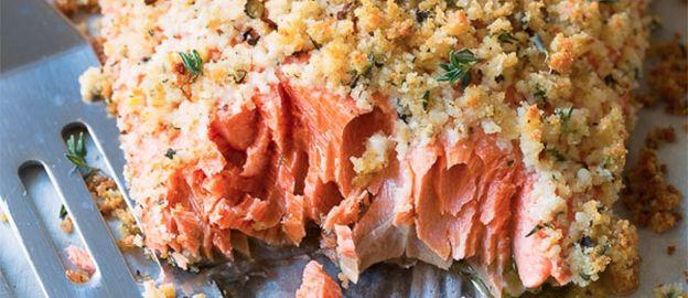 Gebakken zalm met korst van Parmezaanse kaas