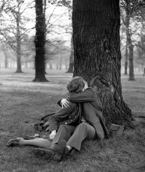 A very beautiful series of photographs from the LIFE magazine photographer Ralph Morse, focusing on American soldiers and their English girlfriends in World War Two. Hyde Park was apparently a beloved spot in more ways than one!