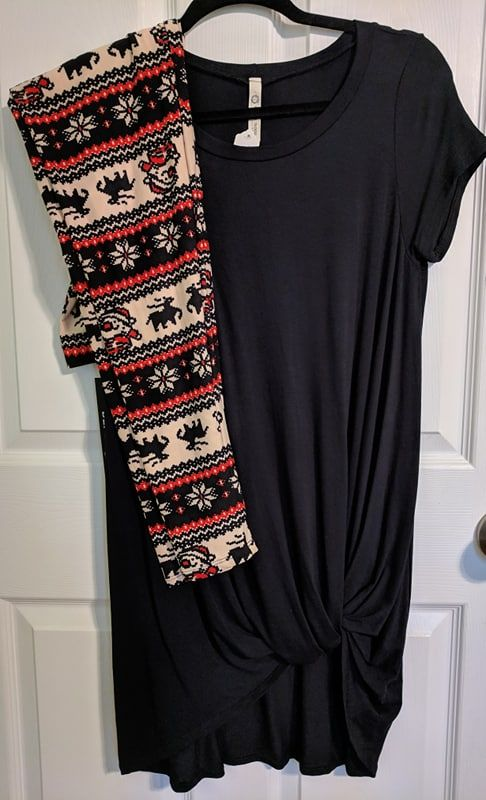 8c6f4380116 This soft, stretchy solid Black tunic with twist tie is the perfect length  to wear with leggings. And these amazingly soft Christmas leggings are  giving us ...