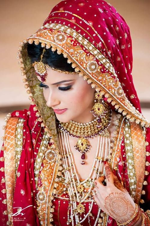 Traditional Pakistani Bride | Photo by Ali Khurshid