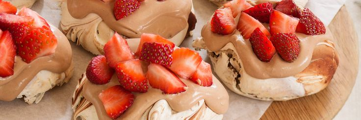 Haigh's Chocolate & Strawberry Pavlovas - perfect #Christmas Day dessert! This great an easy #recipe uses 70% dark chocolate and cherries can be substituted for the strawberries. #haighsonline #chocolate #premium #delicious