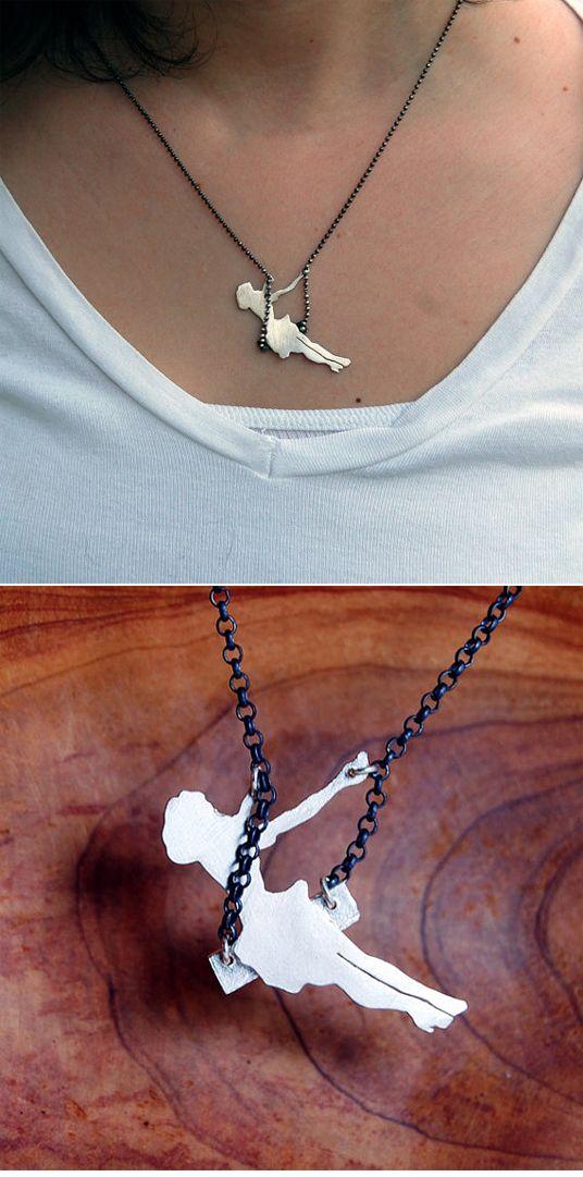 Swinging necklace