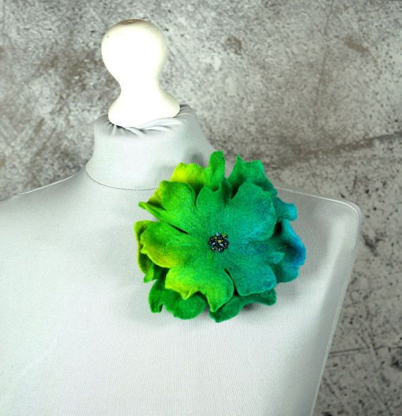 Amazing flower brooch made of soft Australian merino wool. Great addition to any outfit. Size ca. 14cm/ 6inch Estimate delivery time: Europe: 4 - 7 business days USA: 10 - 14 business days Please feel free to contact us if you have questions:)