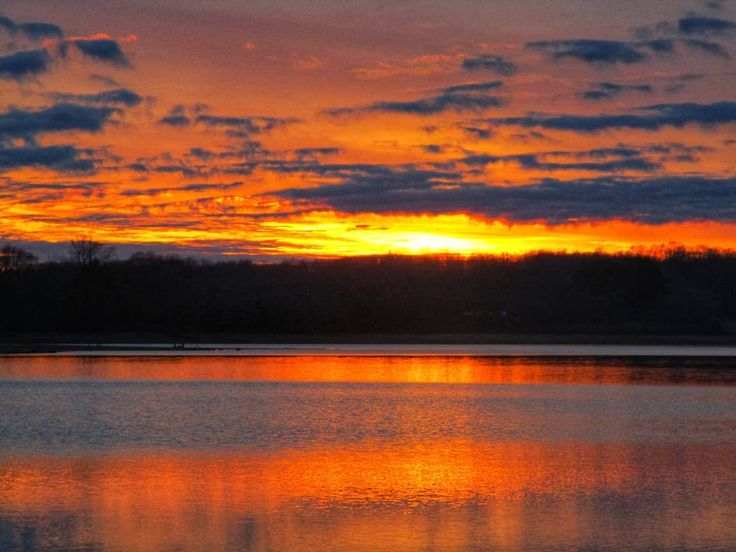 I just can't wait for the sun to set on 2017. I learned so much this year. I'm actually excited about 2018. It's going to be something completely different and I am ready!! #timsfordlake #lakeview #midtn #lakeside #reflection_shotz #estillsprings #tennesseesunset #sunset_lover #sunset_madness #sunsetlovers #sunset_hub #sunsetsniper #chasingthegoldenhour #lovenature #nature_perfect_day #horizonline #fernwehfreya #livelifeoutside #hikingislife #tnstateparks #nationalparks #ventureout…