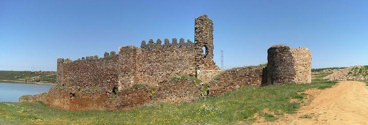 Ruinas del castillo de Castrotorafe (Zamora). Situado en el despoblado de Castrotorafe en el municipio de San Cebrián de Castro