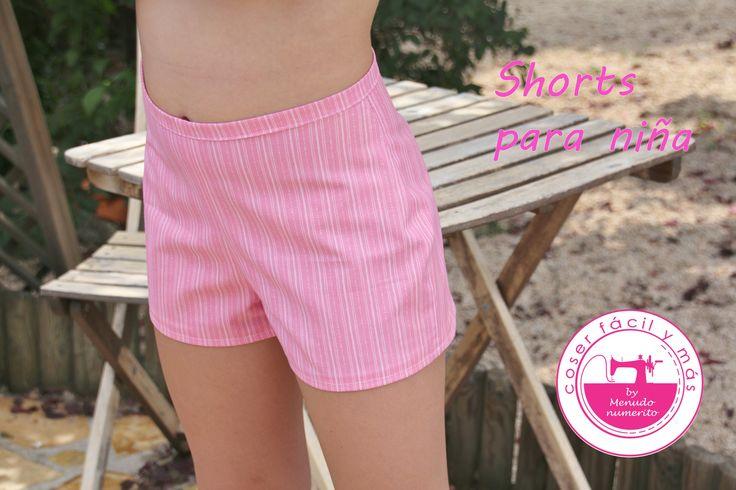Un tutorial fácil para hacer unos shorts o pantalones cortos y lucirlos en verano. Todos los detalles en mi blog: http://www.menudonumerito.com/2016/07/como-...
