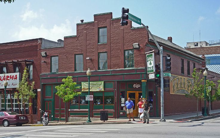 Kelly's Westport is in the building that is believed to the oldest one in continual use (built 1850.) Daniel Boone's grandson was the original owner. I often eat at Joe's Pizza by the Slice at the back of the bar.