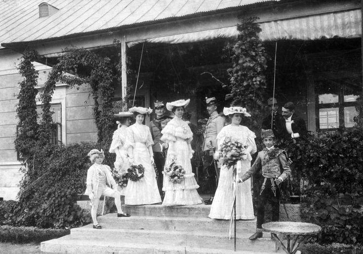 ma Marcelháza település része, Kürthy Berta (jobbról az első) Fáy István esküvőjén.