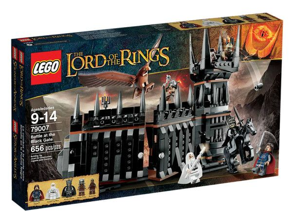 BATALIA DE LA POARTA NEAGRA (79007) Infrunta fortele lui Sauron in Batalia de la Poarta Neagra, cu usi cu deschidere/inchidere, intrare secreta, 5 minifigurine si un Mare Vultur !