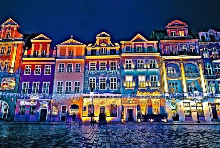 Stary Rynek, historyczne centrum Poznania i wizytówka miasta to miejsce spotkań, oraz licznie przybywających turystów chcących zwiedzić miasto. Na rynku nie brakuje zabytkowej zabudowy a także miejsc gdzie można miło spędzić czas.