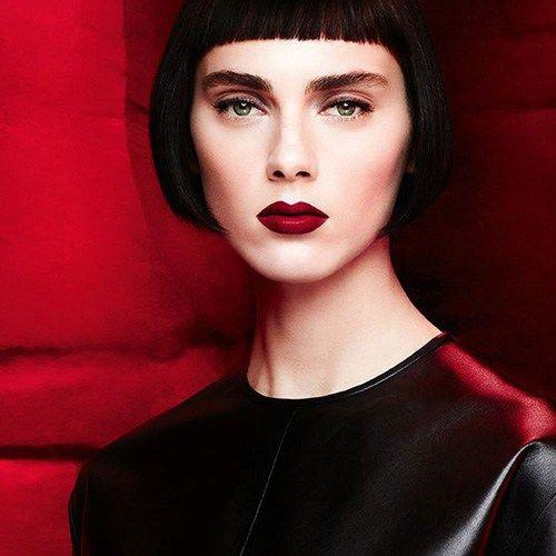 Givenchy объявили о выпуске новой коллекции макияжа -L'Autre Noir Makeup Collection сезона Осень-Зима 2017. Цветовая палитра новой коллекции косметики - насыщенно-темная для вечернего макияжа, все продукты выпускаются в черной фирменной упаковке. В этой коллекции нас ждет новинка - двухцветная губная помада. Смотрим подробности: Контурирующая помада - Givenchy Le Rouge Sculpt Новинка сезона Осень-Зима 2017 - специальная двухцветная помада для губ с контурирующим эффектом. Высокопигментир...