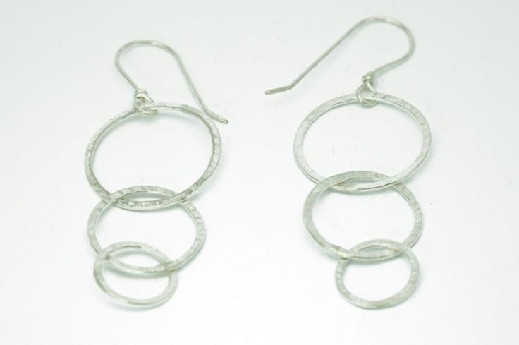Loop-inloop earrings (sterling silver)    length: 5cm (approx.)  weight: 5gr (approx.)