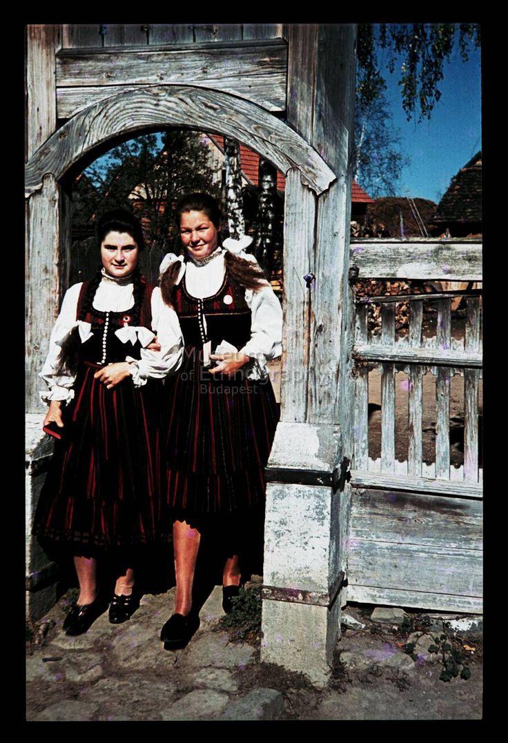 Szekler girls NHA Néprajzi Múzeum | Online Gyűjtemények - Etnológiai Archívum, Diapozitív-gyűjtemény