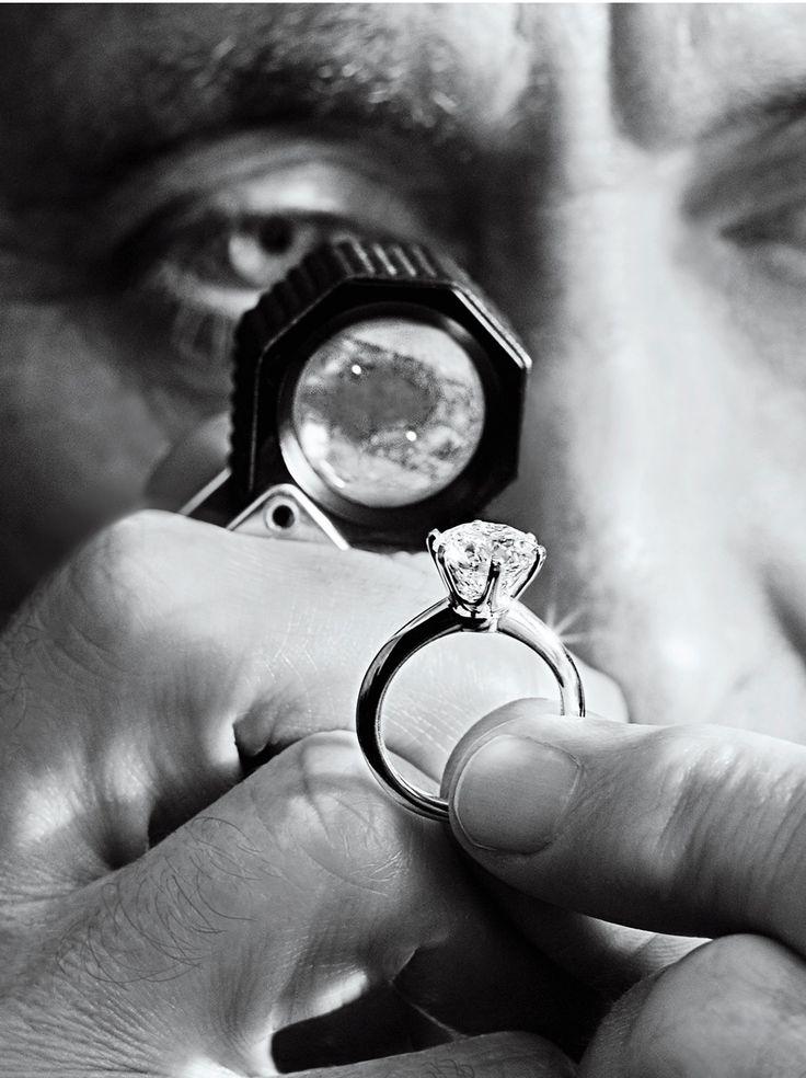 Nova campanha da Tiffany revela processo de criação do anel de noivado Tiffany Setting (Foto: Reprodução)