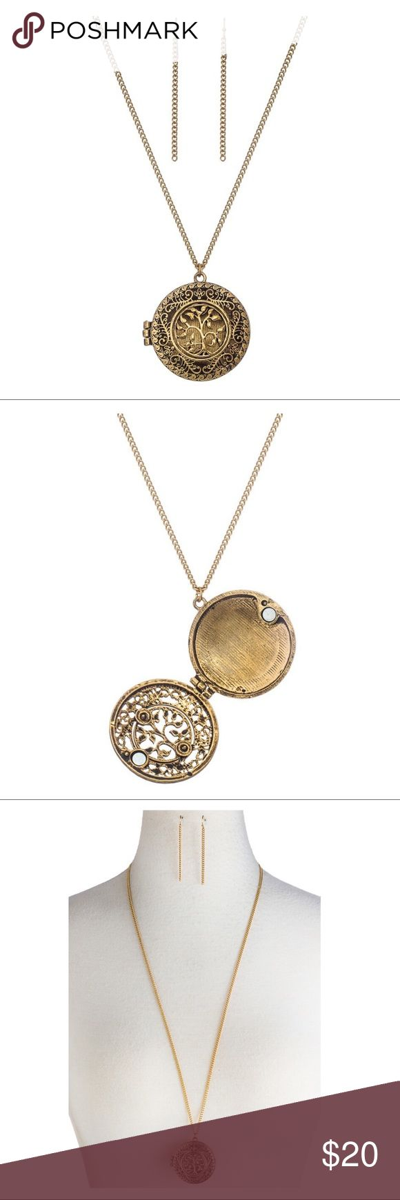 "Ornate Magnifying Glass Pendant Necklace Ornate Magnifying Glass Pendant Necklace. Length 30"" with 3 extender. ⭐️PRICE FIRM ⭐️BUNDLE&SAVE Jewelry Necklaces"