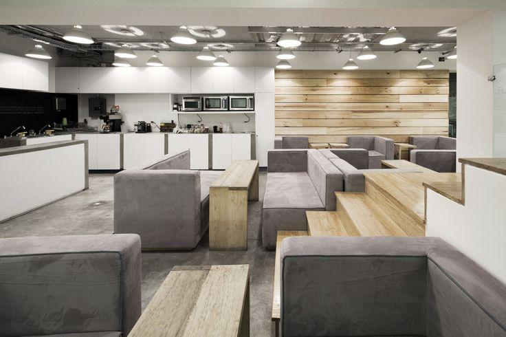 Pb , un sitio donde pudieran reunirse, ya fuera entre ellos o con clientes, para trabajar mientras hacen algo agradable como almorzar, tomar un café o escuchar música.